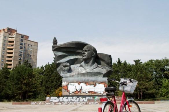 Ernst-Thaelmann-monument-640x426.jpg